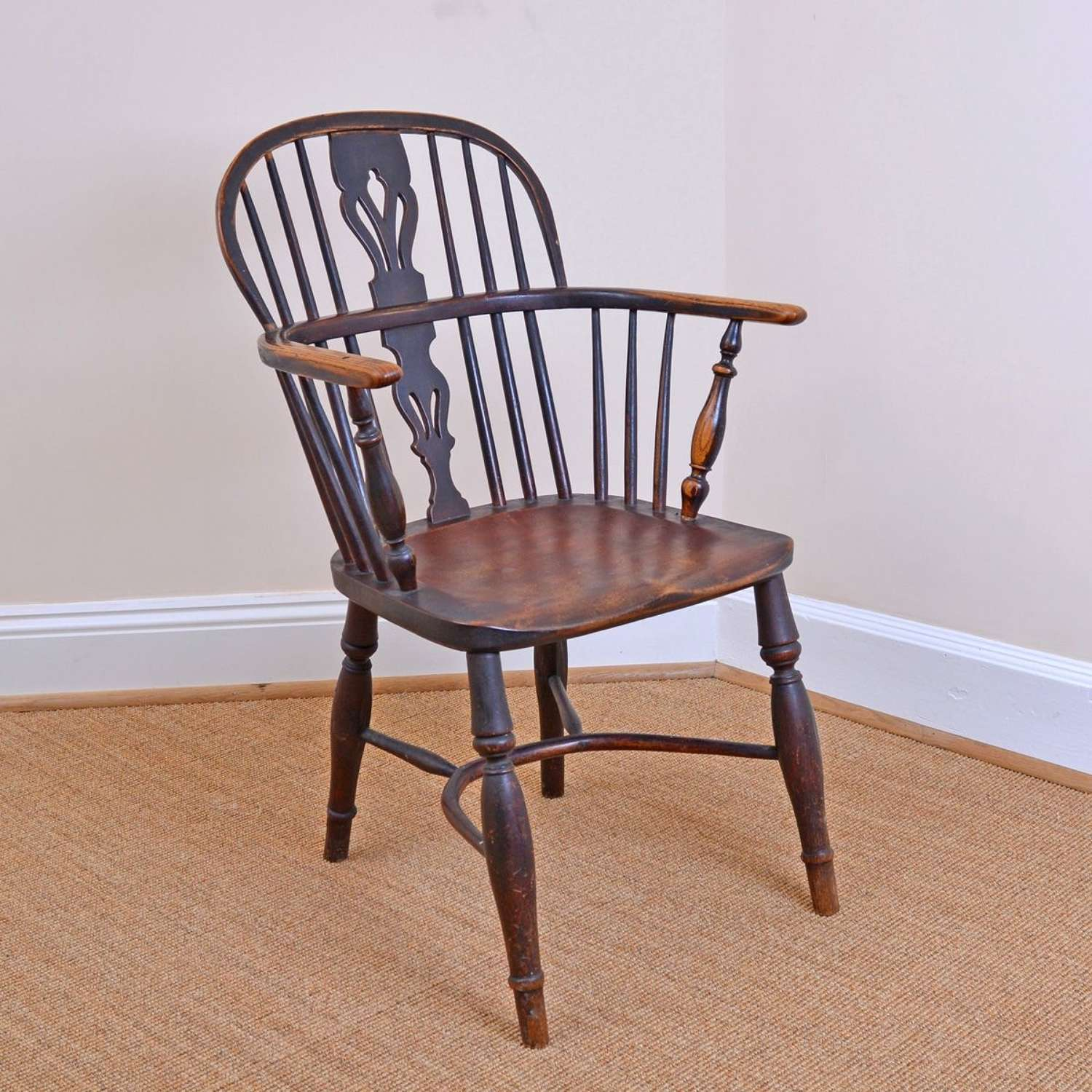 Lowback ash and elm Windsor chair