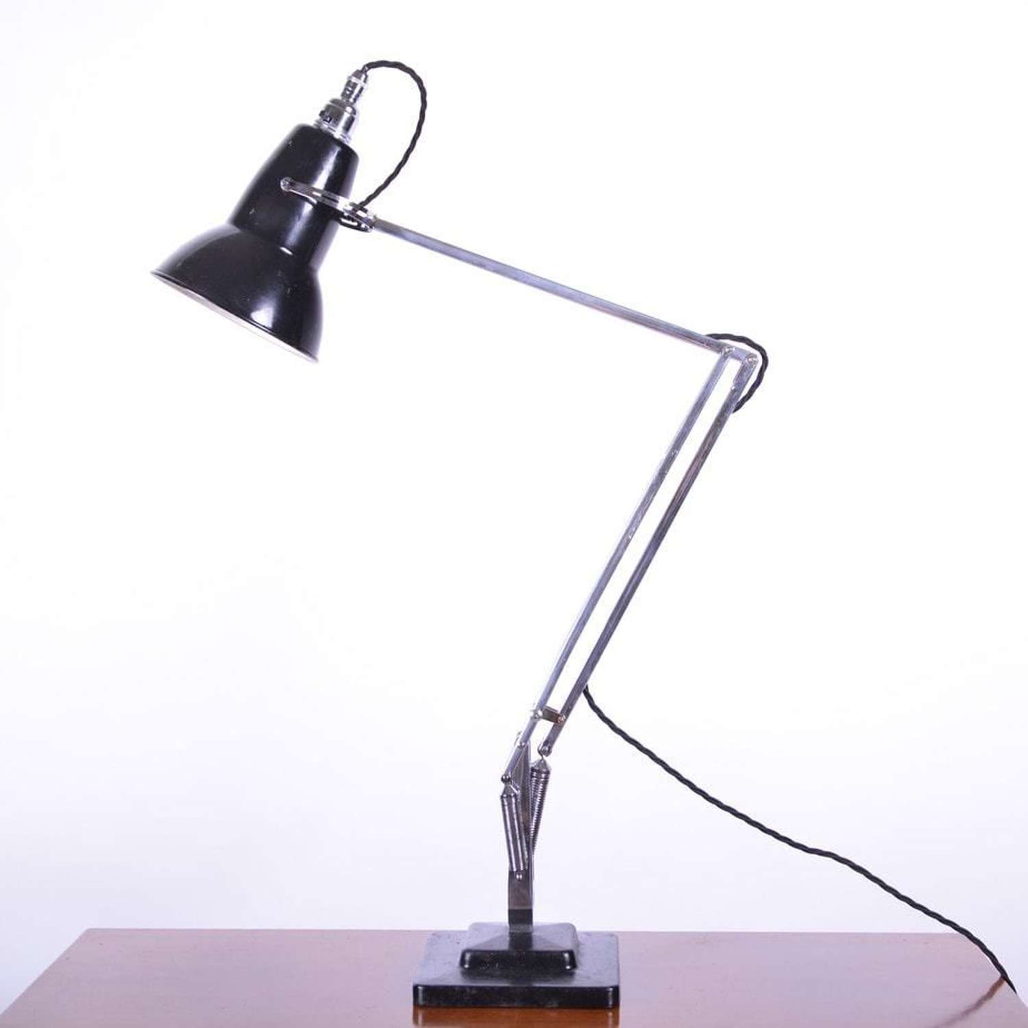 The 1227 lamp, by Anglepoise