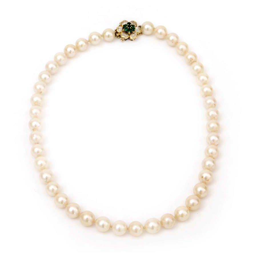 Cultured pearl necklace with emerald and diamond clasp