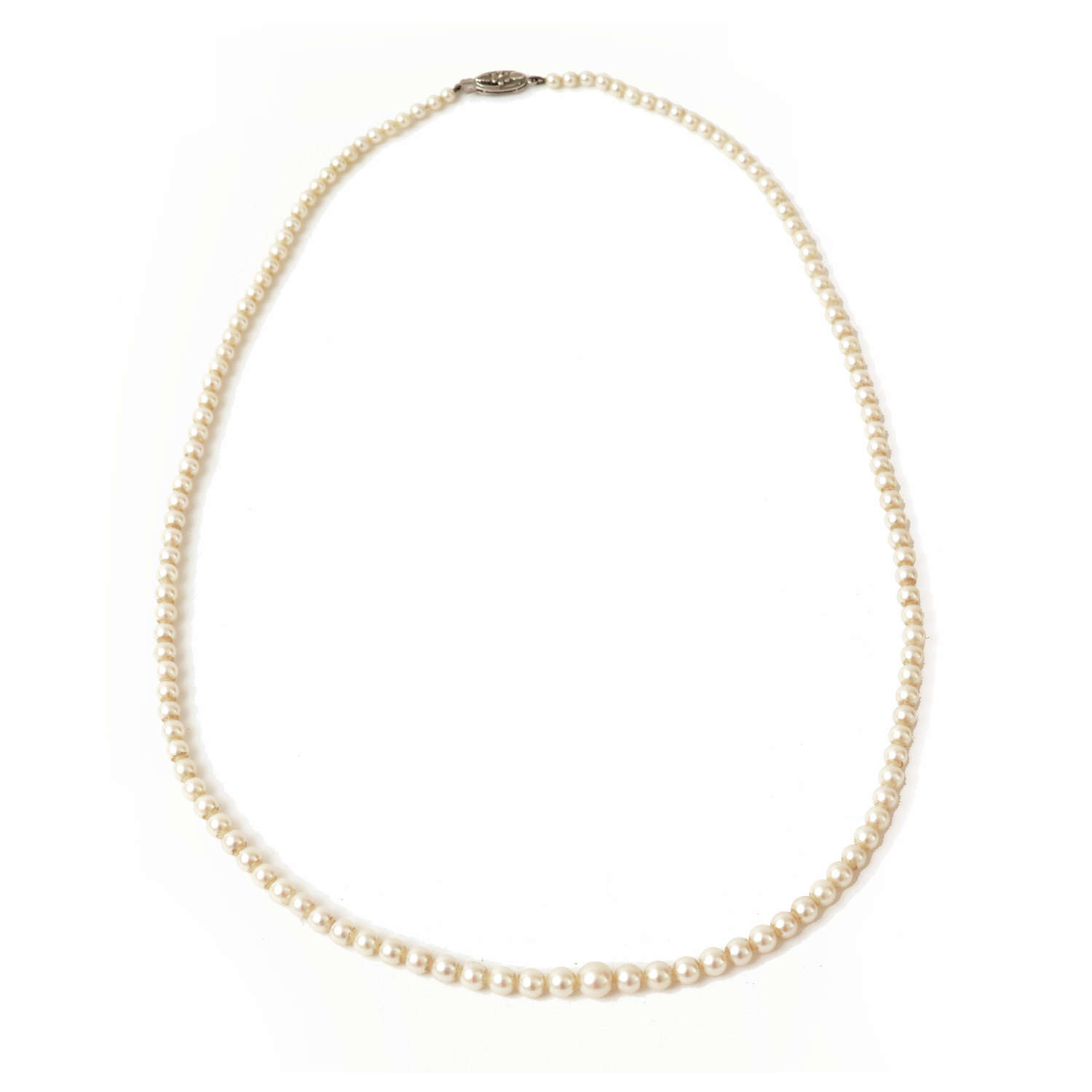 Graduated cultured pearl necklace with white gold clasp