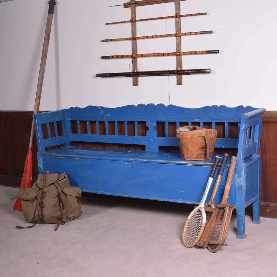 Hungarian pine settle in blue paint